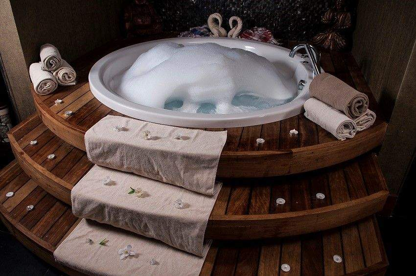 How To Create Your Own Romantic Valentine 's Day At Home - Hottub