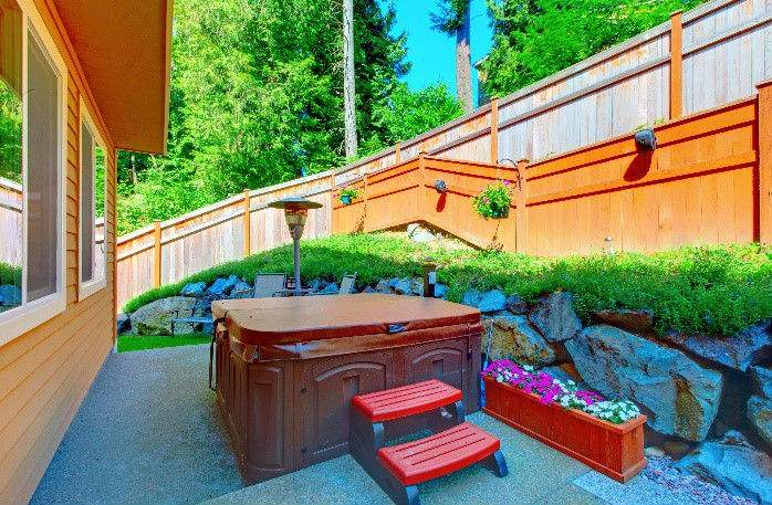 Spring Hot Tub Patio Decorating Ideas 3