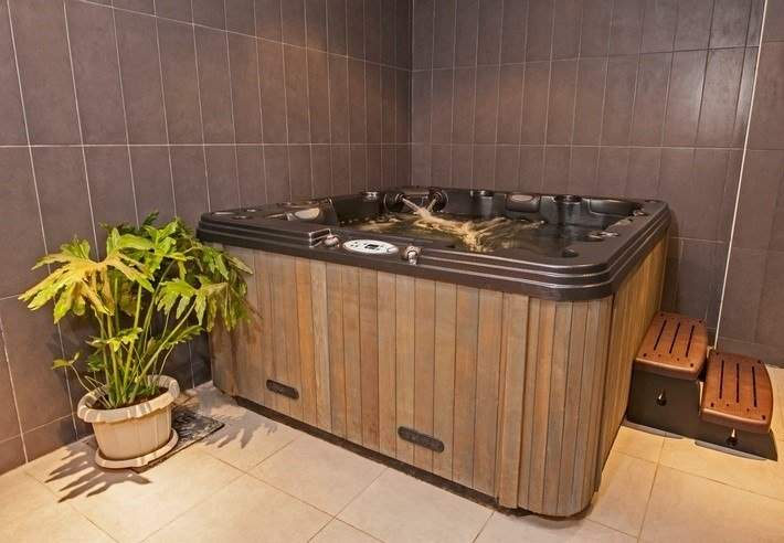 spa safety tips - spa hot tub steps