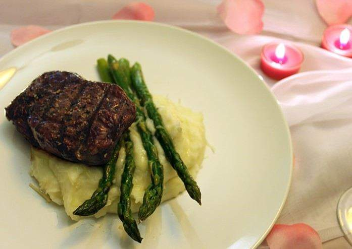 Main Course: Filet Mignon with Garlic Mashed Potatoes & Asparagus