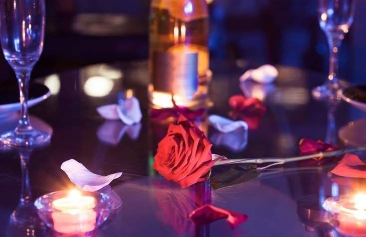 How To Create Your Own Romantic Valentine 's Day At Home - candlelight dinner for 2